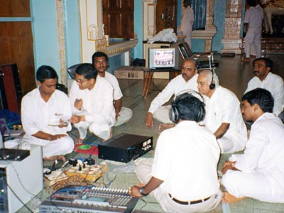 SGH TEAM MONITORING THE LIVE BROAD CAST 23 NOV 2002