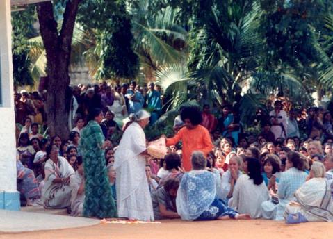 Sathya Sai Baba Miracles - Charan Sparsh - Lame hand