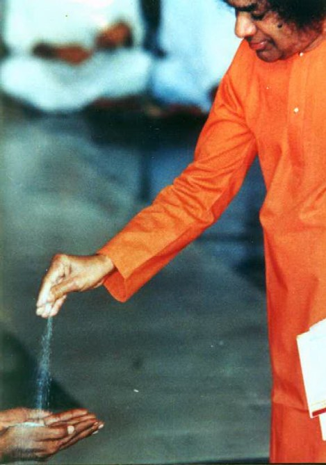 Sathya Sai Baba Some Sai Miracles